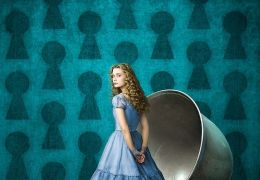 Mia Wasikowska als Alice, in Tim Burtons 'Alice in ...