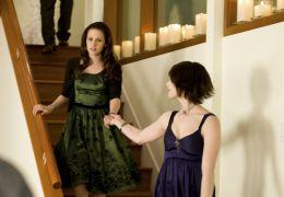 Kristen Stewart und Ashley Greene in 'Twilight: New...unde'
