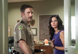 Scream 4 - Sheriff Dewey (David Arquette) und seine...rück.