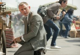 Skyfall - DANIEL CRAIG (James Bond) in Sony Pictures'...FALL.