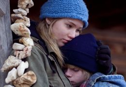 Winter's Bone - Ree Dolly (Jennifer Lawrence) und ihr...tone)