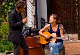 Can a Song Save Your Life? - Dan (Marc Ruffalo) und...htly)