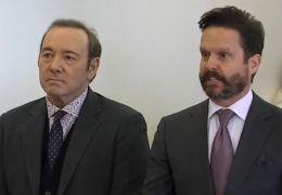 Kevin Spacey und sein Anwalt vor Gericht