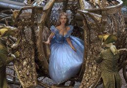 Cinderella - Cinderella (Lily James) auf dem Weg zum Ball
