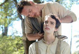 Slow West - Silas (Michael Fassbender) und Jay (Kodi...Phee)