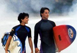 Gefährliche Brandung - Lori Petty und Keanu Reeves