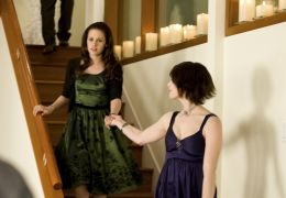 Kristen Stewart und Ashley Greene in 'Twilight: New...unde'