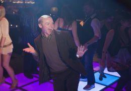 Der Brite Sidney Young (Simon Pegg) zeigt den New...anzt.