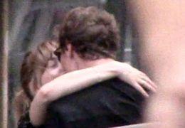 Erwischt: Dakota Johnson knutscht Matthew Hitt