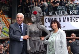 Mitch Winehouse, Janis Winehouse, Statue von Amy Winehouse