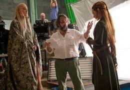 Peter Jackson (Mitte) beim Dreh von 'Der Hobbit: Die...eere'