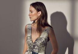 Oliva Wilde in der H&M-Werbung für die Conscious...ction