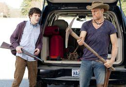 Jesse Eisenberg (l.) und Woody Harrelson (r.) in Zombieland