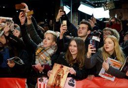Fans am Roten Teppich vor dem Berlinale-Palast