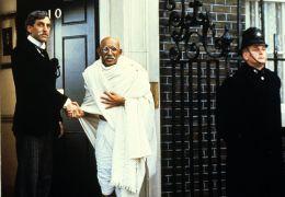 Gandhi - Terrence Hardiman und Ben Kingsley