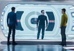 Star Trek Into Darkness - Zachary Quinto, Benedict...Pine