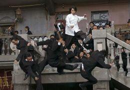 Kung Fu Hustle - Sing (Stephen Chow) vermöbelt die...Gang.