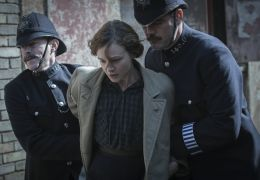Suffragette - Maud (Carey Mulligan) wird verhaftet...führt