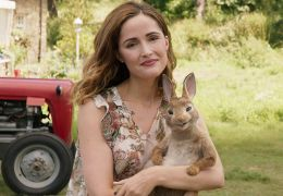 Peter Hase - Bea (Rose Byrne) mit Peter Hase...rbst)