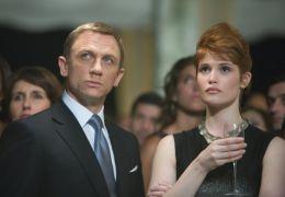 James Bond (DANIEL CRAIG) und Agentin Fields (GEMMA...äste.