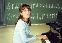 Meret Becker (Wasas unerbittliche Musiklehrerin) -...Keller