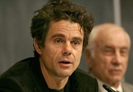 Tom Tykwer und Armin Mueller-Stahl (in Filmmaske),...IONAL