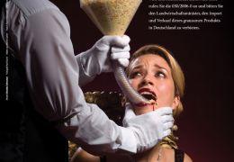 Brooke Johnston (Miss UK) gegen die grausame...gras