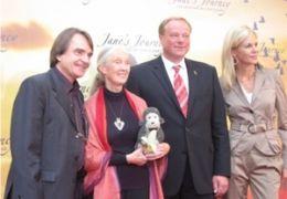 v.l.n.r. Lorenz Knauer, Dr. Jane Goodall, Dirk...dall'